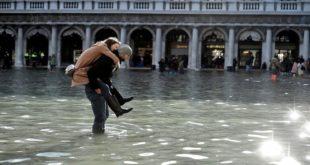 """لماذا تغرق """"مدينة الحب"""" الإيطالية؟"""